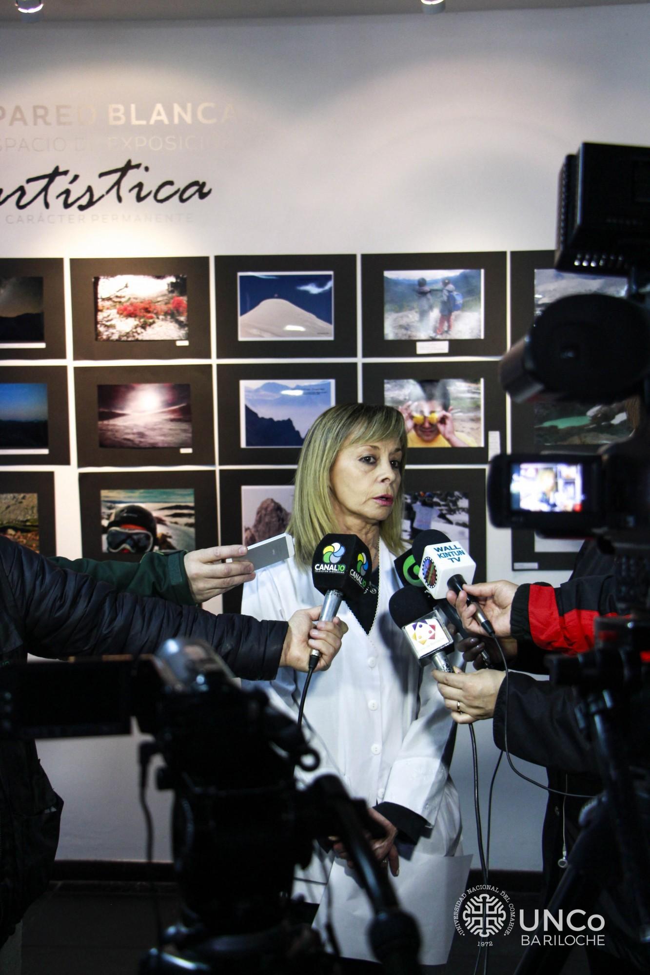Silvia Picabea, directora de la escuela del Pilar II, entrevistada por los medios