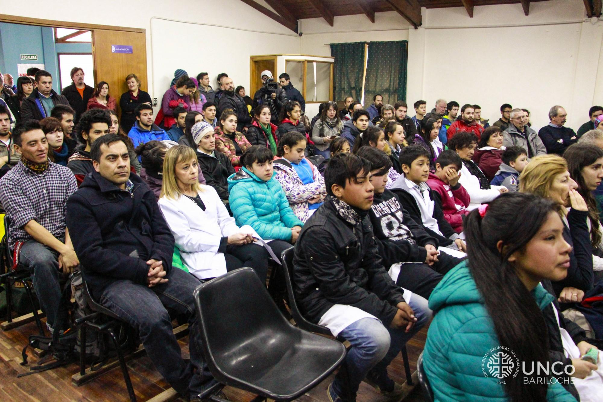 Atentos, los alumnos de l aescuela 329 escucharon las propuetas del Programa PILAR que se ejecutará en su escuela