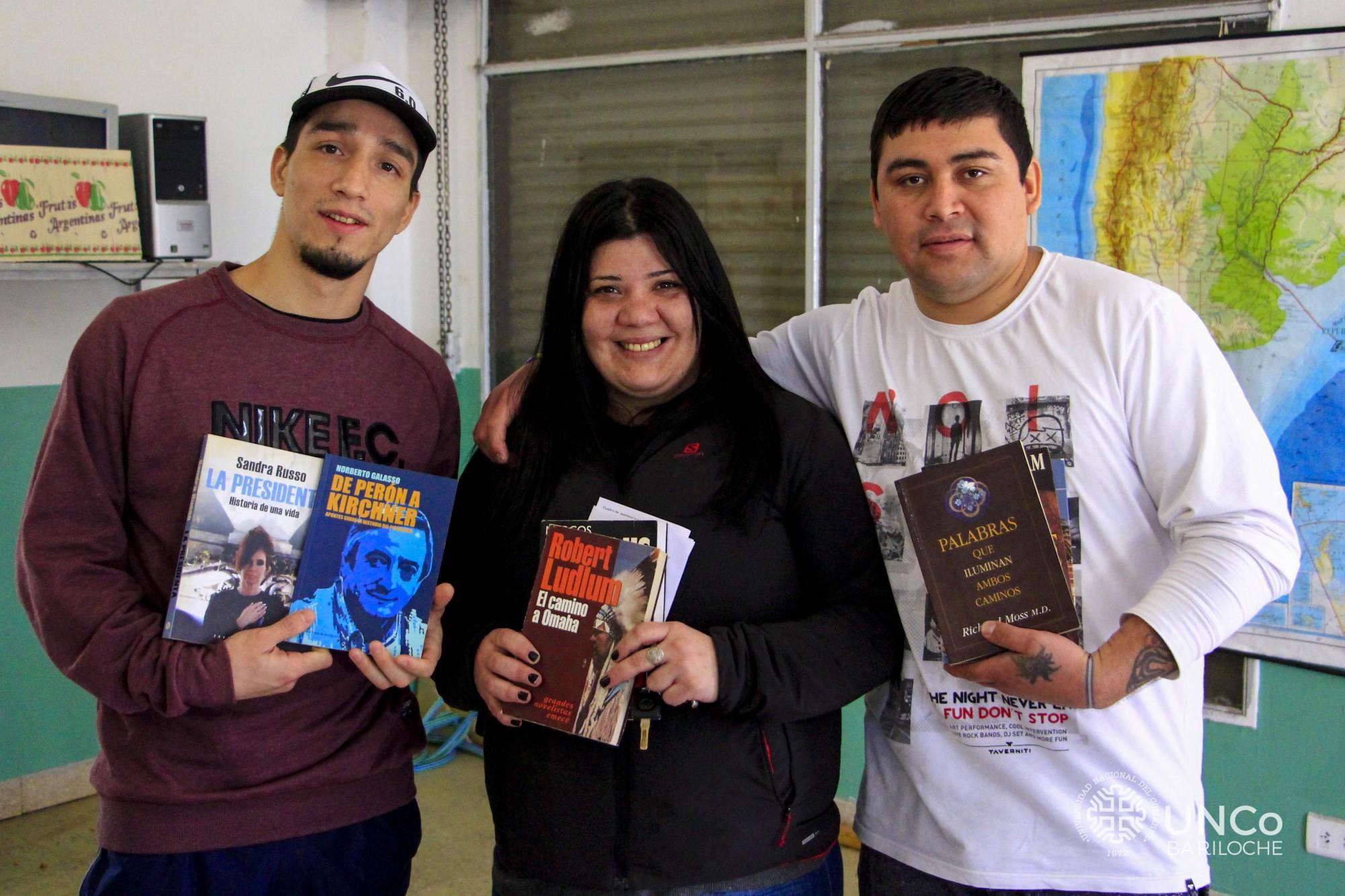 Fotos entrega libros (2 de 2)