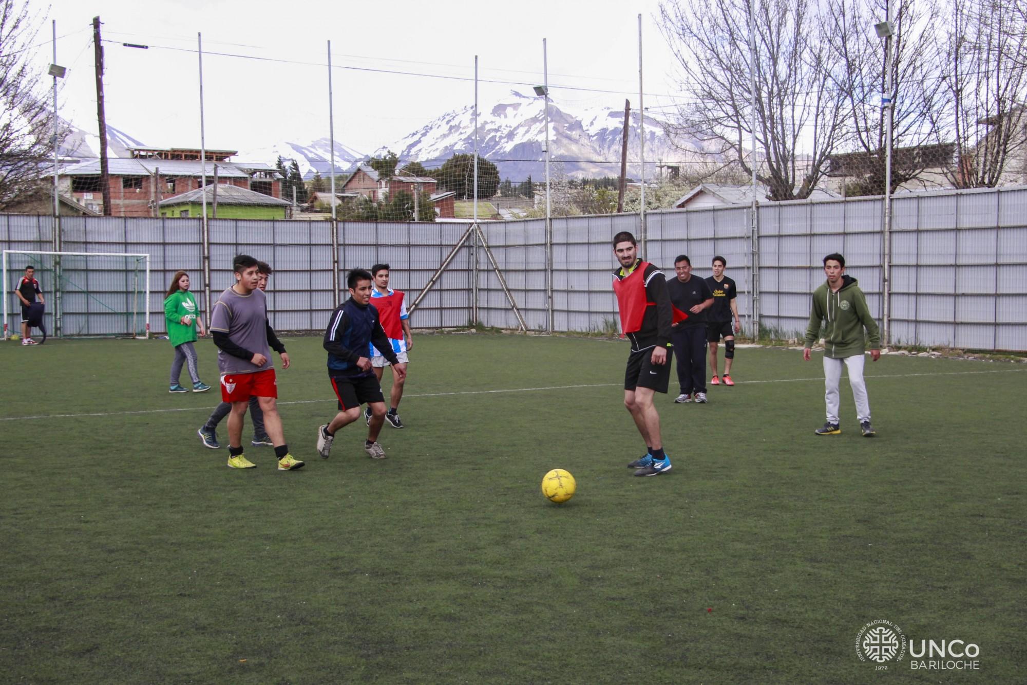 Práctica de fútbol en el Club Estudiantes