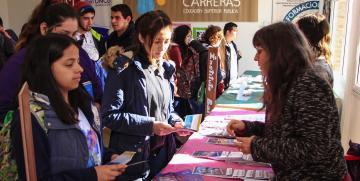 Cerca de 1.000 estudiantes secundarios recorrerán la Muestra de Carreras de Educación Superior Pública en Bariloche