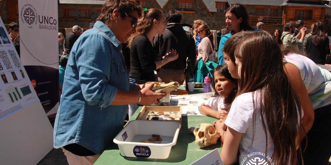 La UNCo participó de la Feria de Ciencias en contra del ajuste