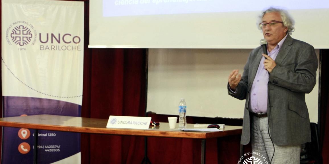 """""""¿Los alumnos cada vez aprenden menos?"""" De qué trató la conferencia de Juan Ignacio Pozo"""