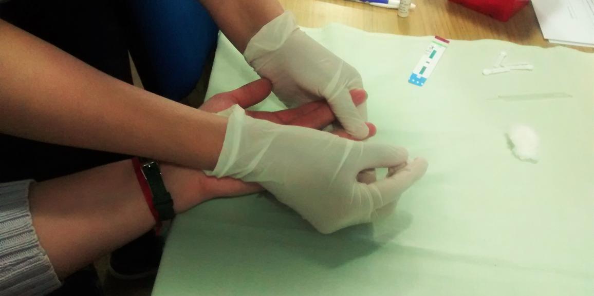 La Carrera de Enfermería realizó campaña de vacunación y toma de muestras en la UNCo Bariloche