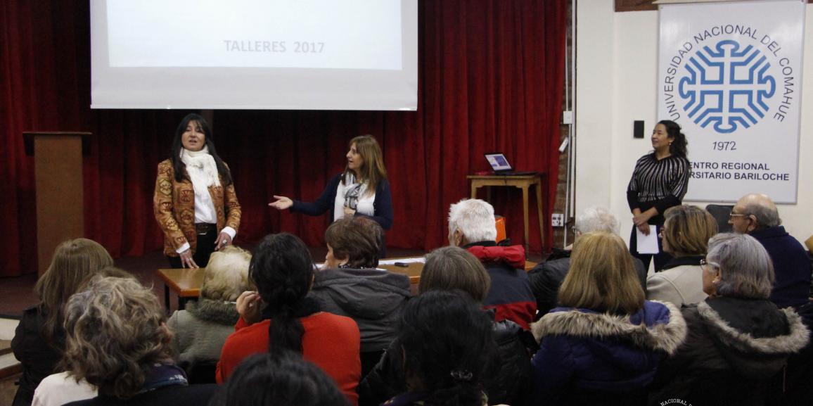 Adultos mayores recibieron certificados de los cursos UPAMI en la UNCo Bariloche