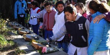 Sentido homenaje por los estudiantes del accidente del Cerro Ventana
