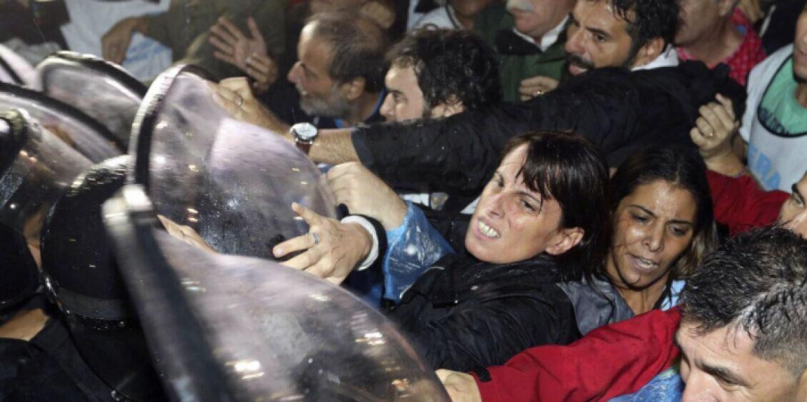 Repudio ante la represión de los docentes de la Escuela Itinerante
