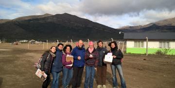 Docentes y estudiantes UNCo repartieron antiparasitarios en barrios de Bariloche